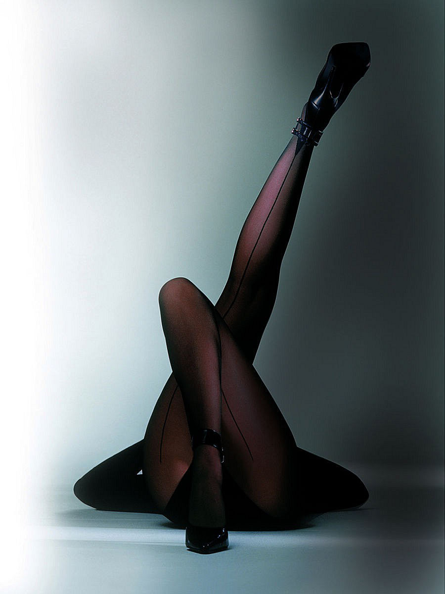 pantyhose-smoking-vogue