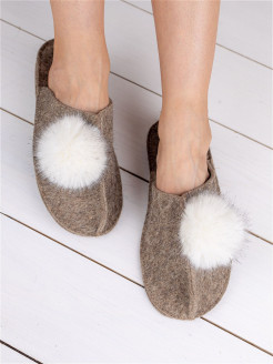 Classic slippers with pompom / massage slippers Valen-ki